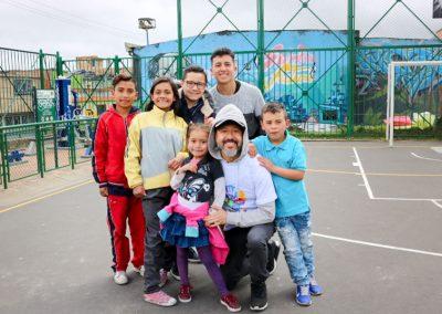 Bogota Juan rey con voluntarios YMCA
